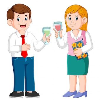 Homem negócio, e, mulher negócio, com, bebidas