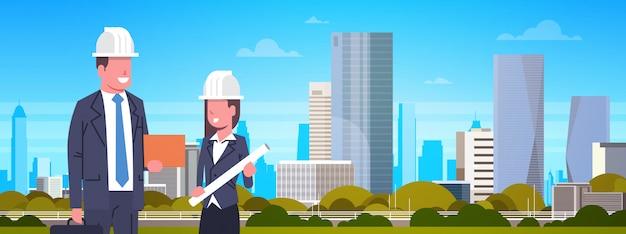 Homem negócio, e, trabalhador construção mulher, sobre, modernos, cidade, ilustração