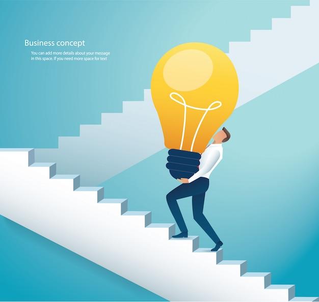 Homem negócios, carregar, bulbo leve, escadas escalando