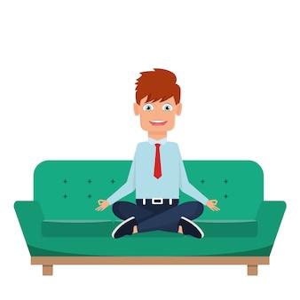 Homem negócios, meditar, sentando, em, sofá