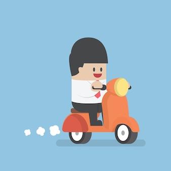 Homem negócios, montando, ligado, um, scooter