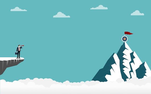 Homem negócios, segurando, um, binocular, ficar, ligado, penhasco, olhar, ir, para, alvo, cima, montanha