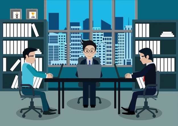 Homem negócios, três, em, trabalhador, em, escritório, sentar-se, em, a, escrivaninhas, com, caderno