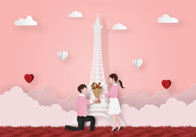 Homem no joelho dando buquê de flores para namorada