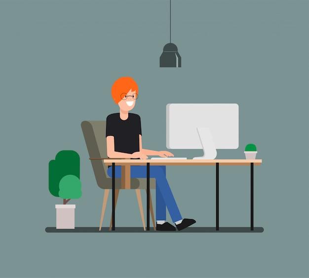 Homem novo que trabalha com o computador no freelancer.