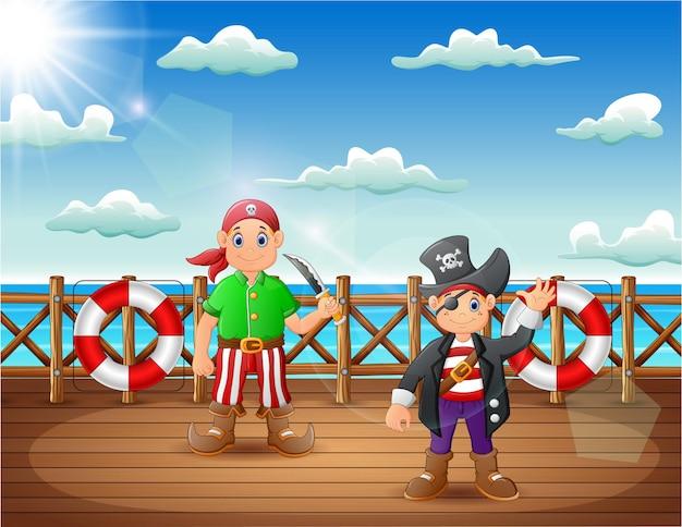 Homem pirata de desenho animado no convés de um navio