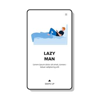 Homem preguiçoso deitado na cama e brincar com o vetor do telefone. homem preguiçoso descansando no quarto e jogando jogo eletrônico no smartphone ou assistindo a aplicativos de mídia social. personagem web flat cartoon ilustração