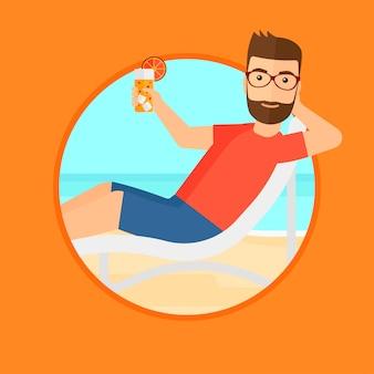 Homem que relaxa na cadeira de praia.