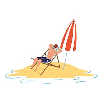 Homem relaxante na praia, sentado na cadeira e guarda-chuva