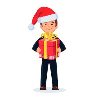 Homem segura caixas de presente embrulhado, presentes com fita na mão. surpresa para férias. conceito de feliz natal.