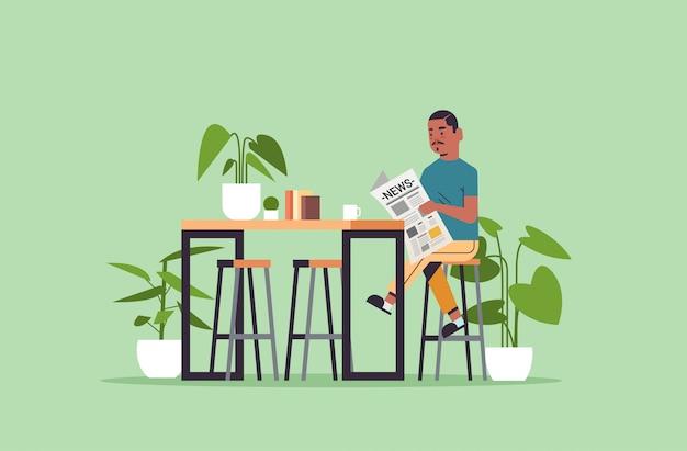 Homem segurando o jornal lendo notícias diárias imprensa cara de conceito de mídia de massa sentado na mesa de café
