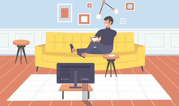 Homem sentado no sofá assistindo tv cara bebendo café se divertindo contemporânea sala de estar interior home apartamento moderno horizontal comprimento total