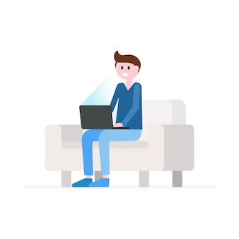 Homem sorridente, sentar sofá, com, laptop