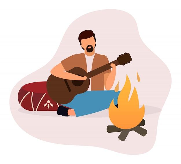 Homem tocando guitarra perto de ilustração plana de fogueira. campista barbudo, guitarrista, sentado perto da personagem de desenho animado isolado fogueira.