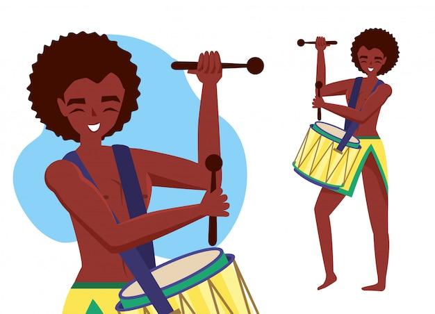 Homem tocando tambor
