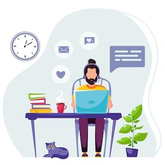 Homem trabalhando em casa com os fones de ouvido. trabalhador autonomo. trabalho remoto. home office.