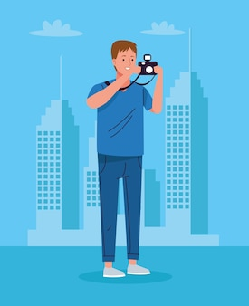 Homem turista parado com uma câmera fotográfica no personagem da cidade