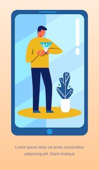 Homem usando o aplicativo de promoção de relógio inteligente