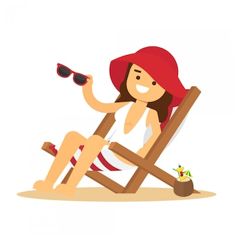 Homem vai viajar mulher sentada na cadeira de praia e tomando banho de sol na praia seacoast