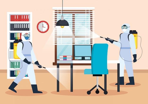 Homens com roupas de proteção, pulverizando o escritório Vetor Premium