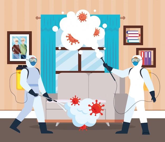 Homens com traje de proteção pulverizando a janela e o sofá da casa