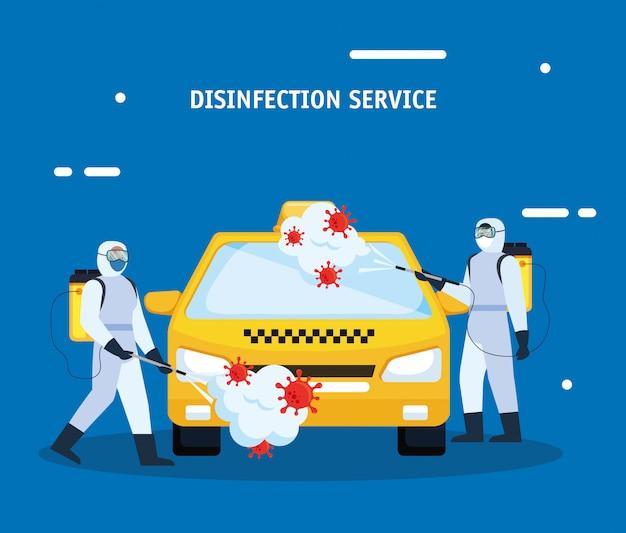 Homens com traje de proteção pulverizando carro de táxi com