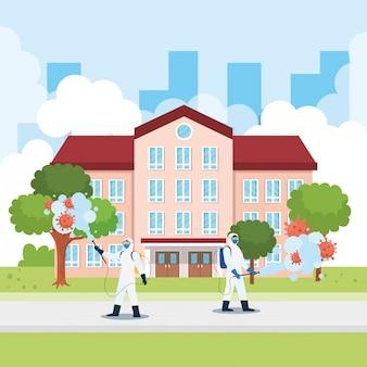 Homens com traje de proteção pulverizando o prédio da escola