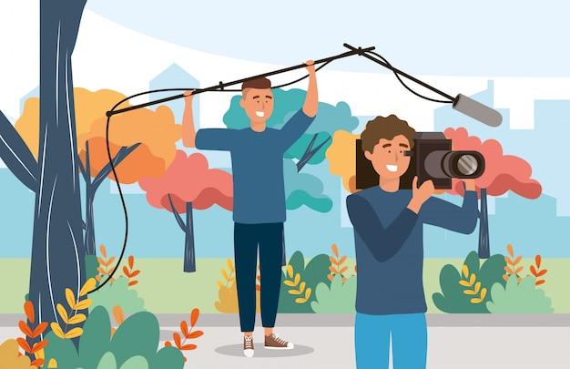 Homens de câmera profissional com equipamento de filmadora e microfone