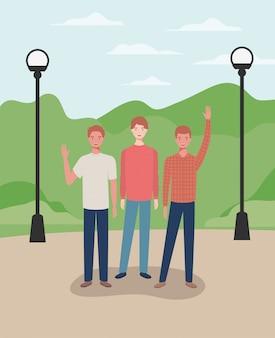 Homens jovens e casuais nos personagens do parque