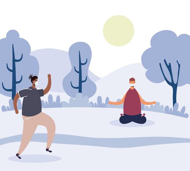 Homens praticando ioga no parque