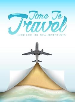 Hora de viajar banner com avião no céu e praia realista com areia e ondas do mar de a