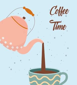 Hora do café, chaleira, despejando uma xícara de bebida de aroma fresco