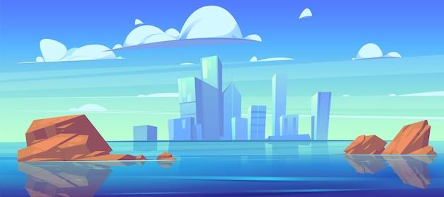 Horizonte da cidade com silhuetas de edifícios e reflexo na água do rio ou lago.