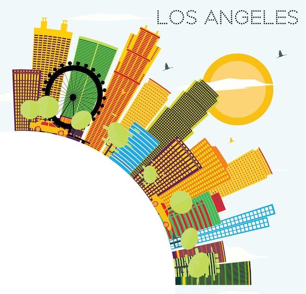 Horizonte de los angeles com edifícios coloridos, céu azul e espaço para cópia
