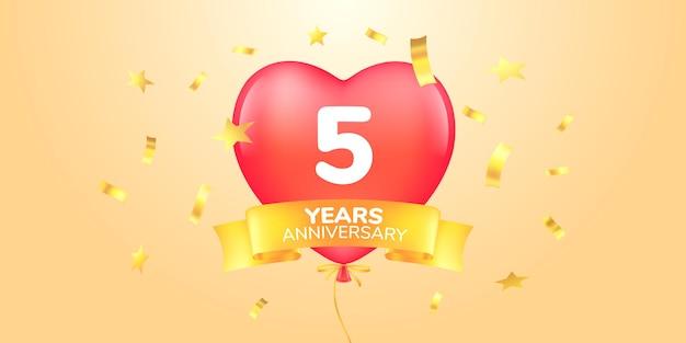 Ícone de logotipo de vetor de aniversário de 5 anos símbolo de banner de modelo com balão de ar quente em forma de coração para