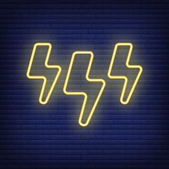 Ícone de tempestade relâmpago brilhar estilo néon, conceito condição meteorológica delinear ilustração vetorial plana, isolada no preto. fundo de tijolo, material de rótulo de clima da web.