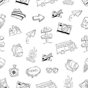 Ícones de acampamento bonitos no padrão sem emenda com doodle ou mão estilo desenhado