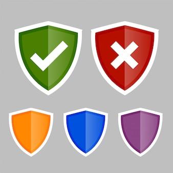 Ícones de escudo com símbolos corretos e errados