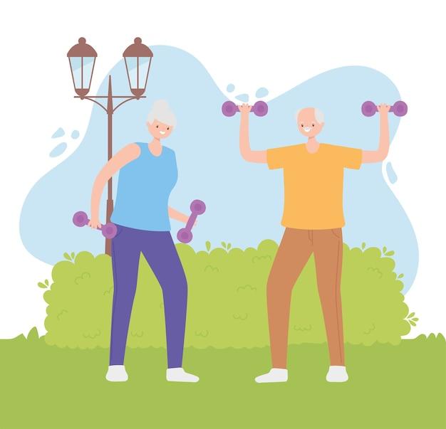 Idosos de atividade, pessoas sêniors fazendo exercícios com halteres no parque.