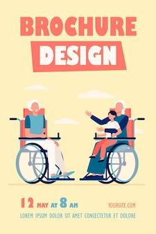 Idosos em cadeira de rodas segurando criança e modelo de folheto falando