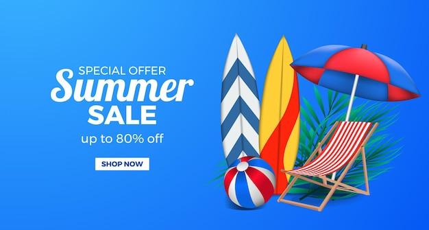 Ilustração 3d cadeira relax, prancha de surf, bola e guarda-chuva oferta de verão banner promocional em azul