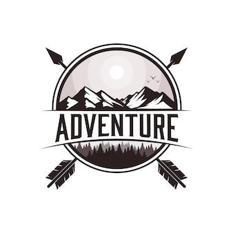Ilustração da paisagem ao ar livre, emblema da adventure mountain ou design de camiseta