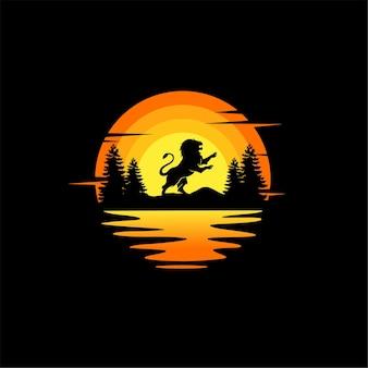 Ilustração da silhueta do leão, vetor design do logotipo animal. laranja, pôr do sol nublado, vista para o mar