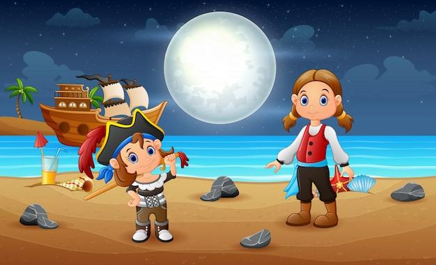 Ilustração de crianças piratas na praia à noite