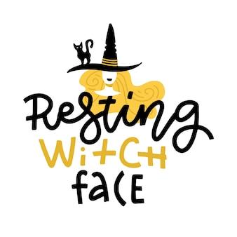 Ilustração de halloween com fofo doodle bruxa no chapéu e letras de texto. rosto de bruxa em repouso. cartão desenhado à mão