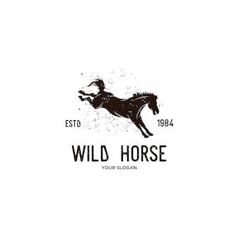 Ilustração de logotipo vintage cavalo selvagem