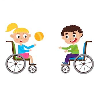 Ilustração de sorridente menino e menina em uma cadeira de rodas, brincando com a bola isolada no branco. desenhos animados feliz desativado garoto encaracolado e garota loirinha