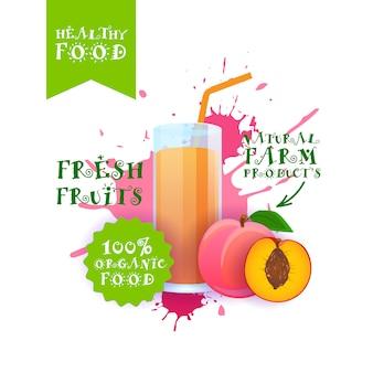 Ilustração de suco de pêssego fresco etiqueta de produtos de fazenda natural de alimentos sobre respingo de tinta