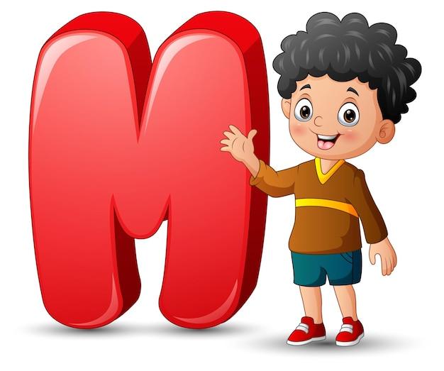 Ilustração de um menino posando ao lado de uma letra m