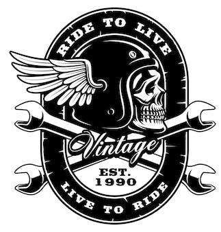 Ilustração do crânio vintage no capacete com chave cruzada. (versão em fundo branco) o texto está na camada separada.